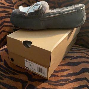 Nib UGG Dakota fluff slippers sz 9  1 black